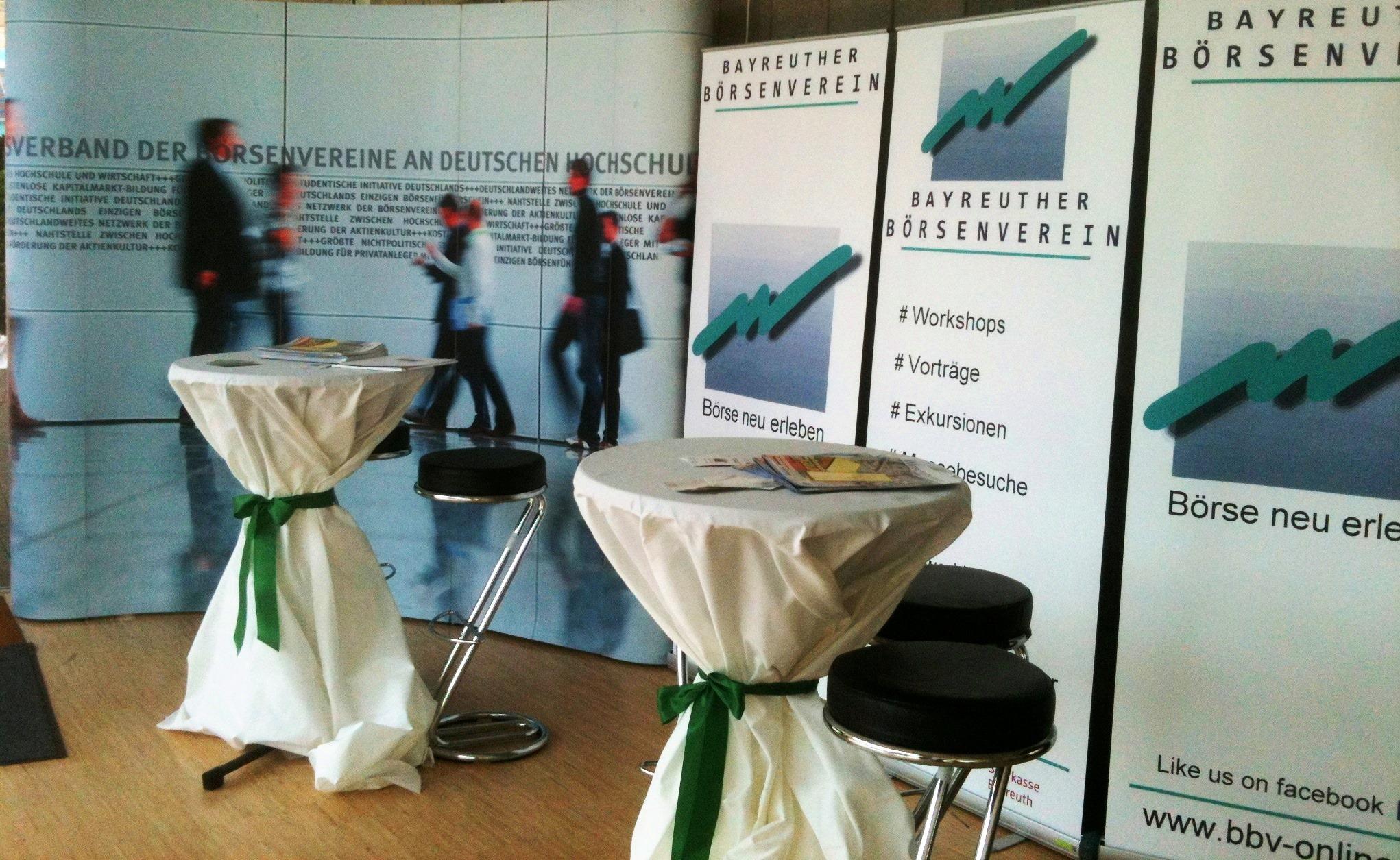 Infostand des Bayreuther Börsenvereins beim Ökonomiekongress 2013 in Bayreuth
